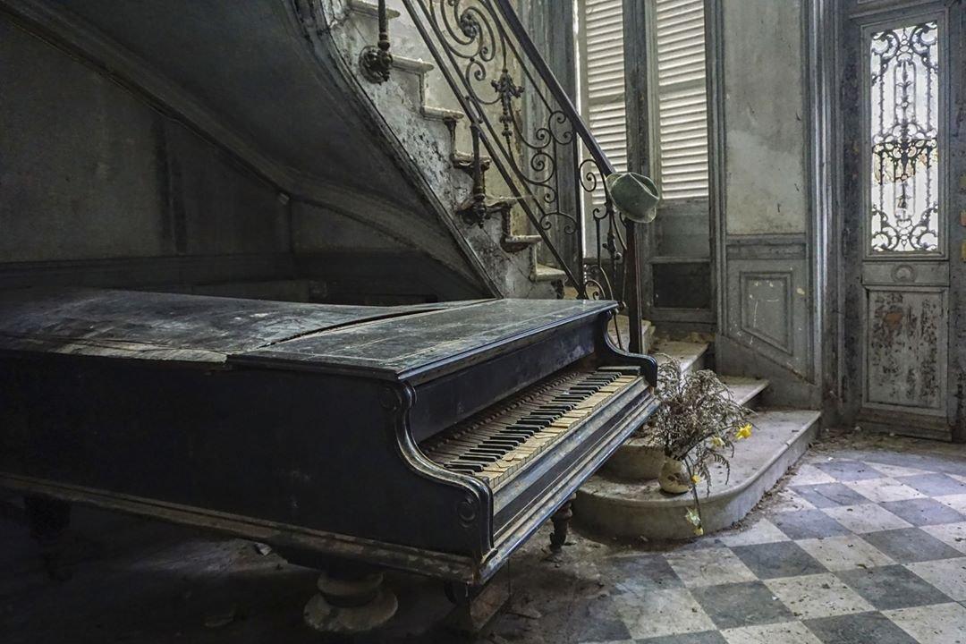данбо стоит картинки старого пианино нивяника