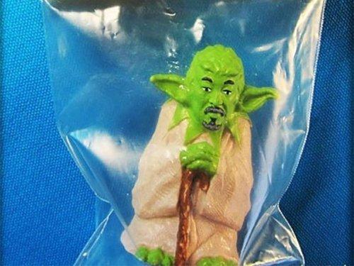 Приколы и маразмы в магазинах: странные и жуткие игрушки (34 фото)