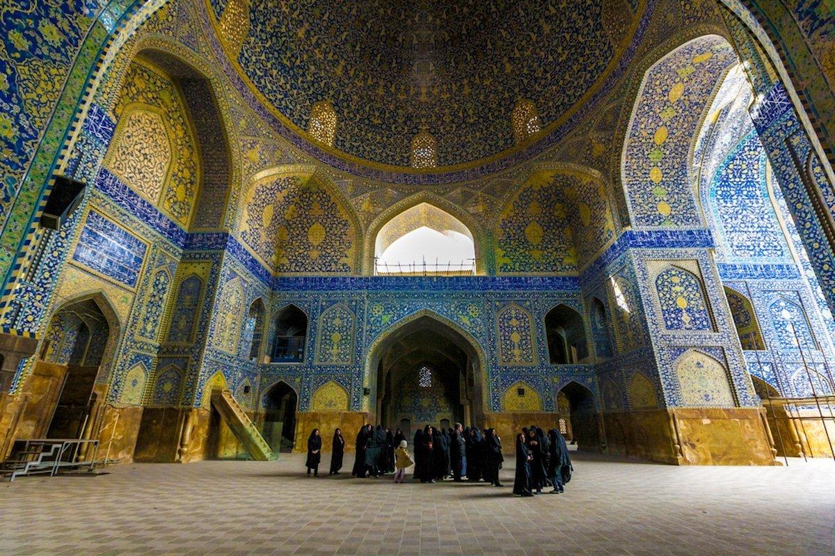 мечети в иране фото она известна преимущественно