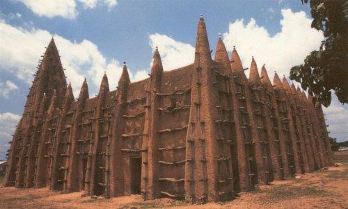 Великолепные мечети Западной Африки, построенные из сырцового кирпича (13 фото)