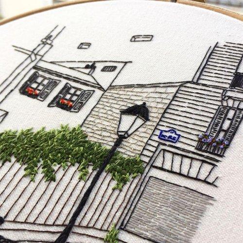 Творческий дуэт вышивает картины, вдохновлённые европейской архитектурой (24 фото)