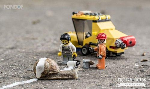 Миниатюрная вселенная LEGO в фотографиях Бенедека Ламперта (16 фото)