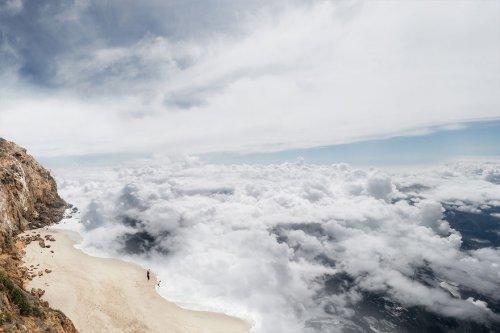 Если бы мы могли плавать в облаках: фотоманипуляции Лорана Россет (6 фото)