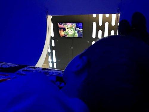 Родители построили своему ребёнку спальню в стиле Star Wars, чтобы заставить его спать в своей кровати (9 фото)