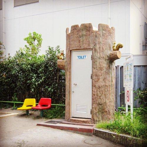 Необычные и причудливые общественные туалеты в Токио (22 фото)