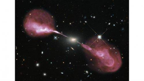 Топ-25: удивительные снимки, сделанные космическим телескопом Хаббл