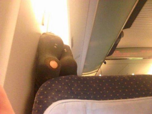 Авиапассажиры, которые отбивают желание летать (27 фото)