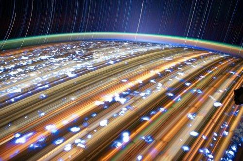 Потрясающие фотографии, сделанные на длинной выдержке с борта МКС (10 фото)