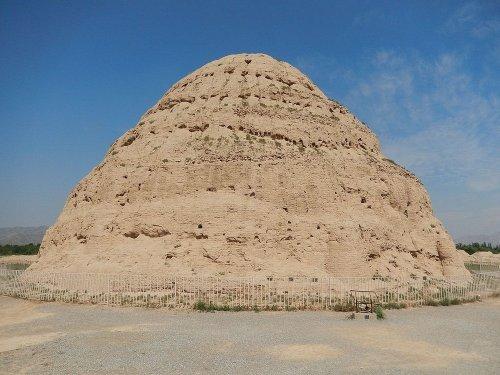 Руины мавзолеев тангутских императоров Западного Ся (5 фото)