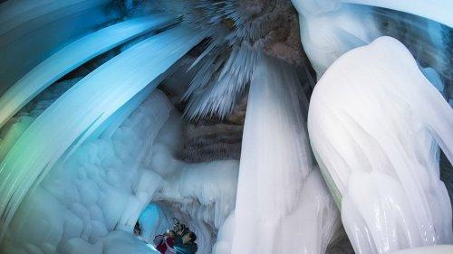 Ледяные пещеры, которые не тают даже летом  (10 фото)