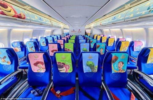 """В Китае запустили авиарейс на тематическом самолёте """"История игрушек"""" (13 фото)"""