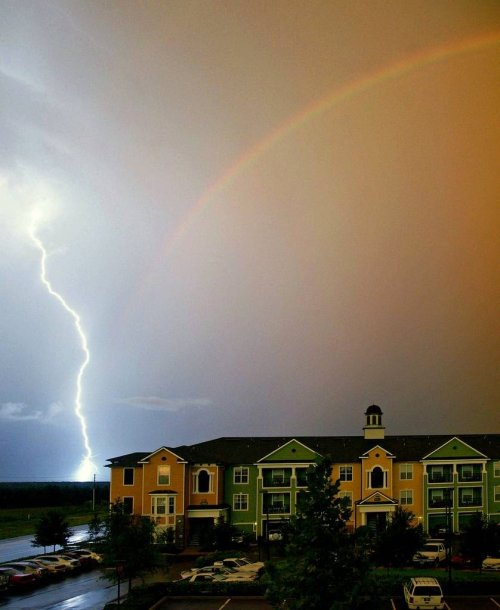 Радужная молния: удивительное природное явление невероятной редкости (13 фото)