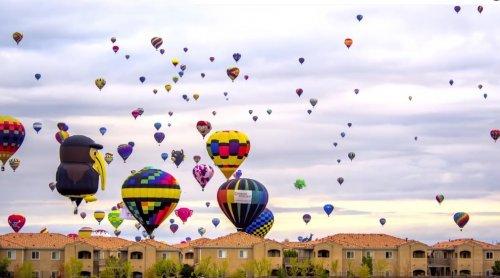 Поездка сквозь парящие воздушные шары фестиваля Albuquerque International Balloon Fiesta