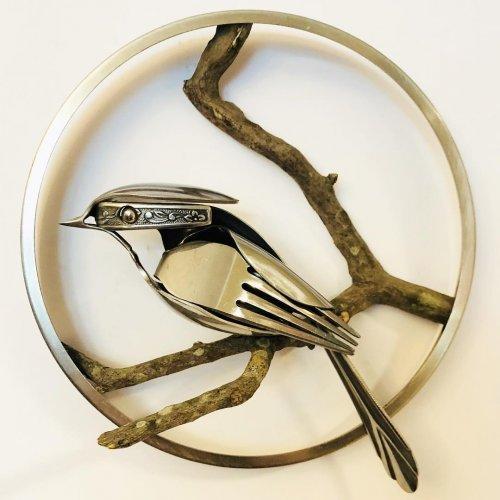 Впечатляющие скульптуры птиц из старых вилок и ложек (19 фото)