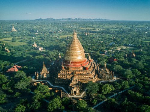 Ослепительные буддийские храмы Мьянмы в аэроснимках Димитара Караниколова (17 фото)