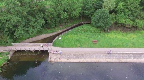 Драматичное видео спасения дрона, падающего в озеро