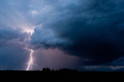 ТОП-10: Люди, которые пережили несколько ударов молнии