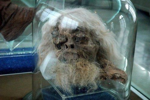 Древние иранские соляные мумии  (3 фото)