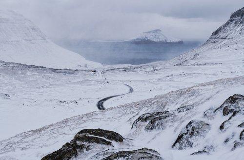 Фотограф запечатлел редкую красоту Фарерских островов, покрытых снегом (9 фото)