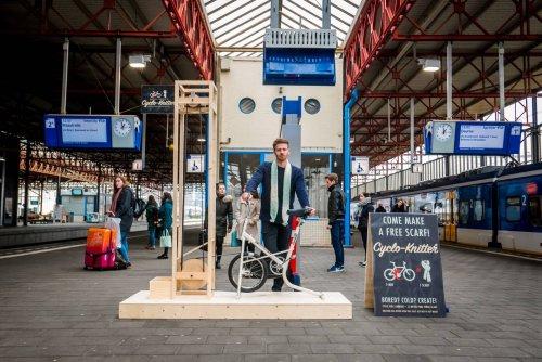Веловязальная машина Cyclo Knitter Джорджа Барратта-Джонса (3 фото + видео)