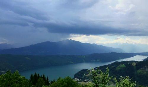 Таймлапс-видео мощного ливня над озером Милльштеттер-Зе