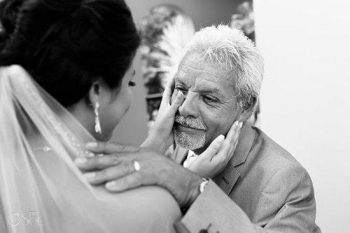 Отцы, которые не смогли сдержать эмоций, впервые увидев своих дочерей в свадебных платьях (28 фото)