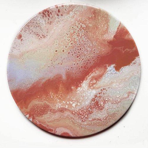 Абстрактные круглые картины Натали Мир, больше похожие на поверхности далёких планет (18 фото)