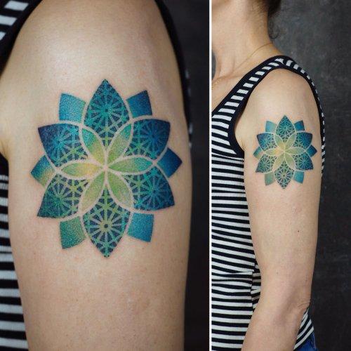 Градиентные татуировки Олы Олешкевич (12 фото)