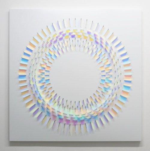 Разноцветные стеклянные инсталляции Крис Вуд (11 фото)