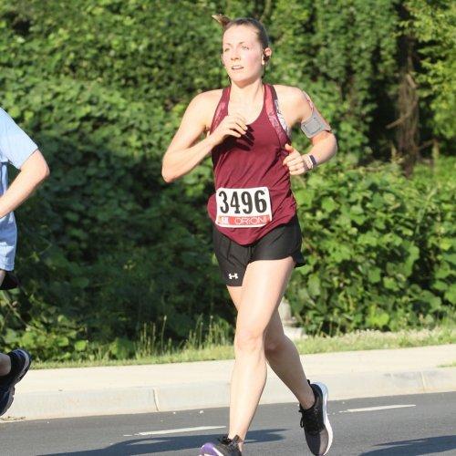 Бегущая марафон Стефани и фотожабы на неё (11 фото)