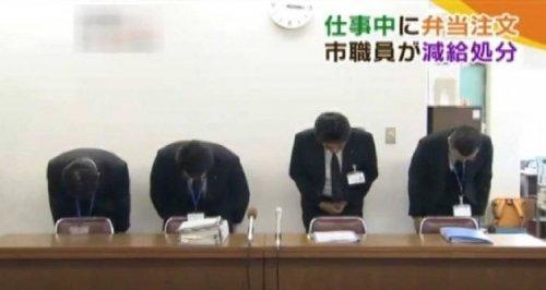 Японская государственная служба принесла публичные извинения за то, что ее сотрудник уходил на обеденный перерыв на три минуты раньше (фото + видео)