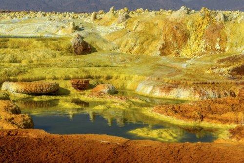 Живописные кислотные озёра в Восточной Африке (11 фото)
