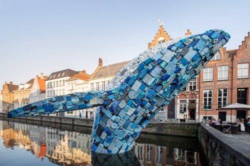 12-метровый кит из пластикового мусора, извлечённого из Мирового океана (8 фото)