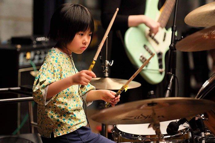Японка с группой