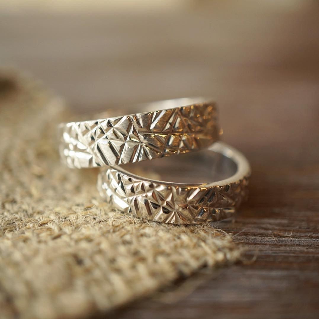 необычные обручальное кольца с картинками кеты, кто