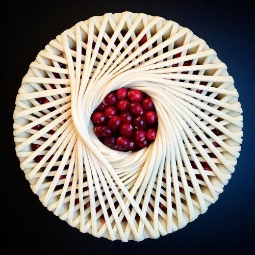 Лорен Ко продолжает печь необычно украшенные пироги (33 фото)