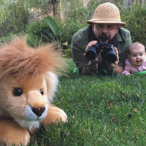 Весёлые фотосессии с переодеванием креативного отца и очаровательной дочки (10 фото)