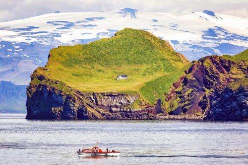 История самого уединённого дома на острове (6 фото)