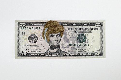 Женские причёски, вышитые на банкнотах (8 фото)