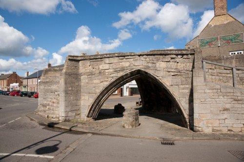 Троицкий мост: осиротевший мост Кроуленда (3 фото)