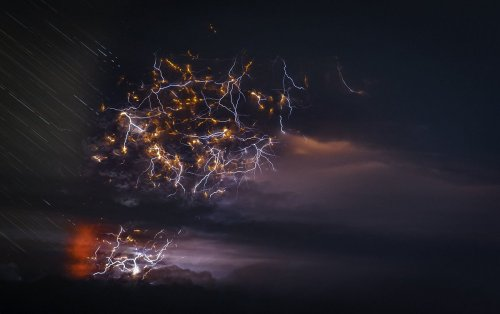 Извержения вулканов и вулканические молнии в фотографиях Франсиско Негрони (11 фото)