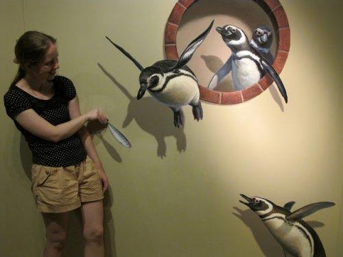 Прикольные картины в Музее обмана зрения (20 фото)