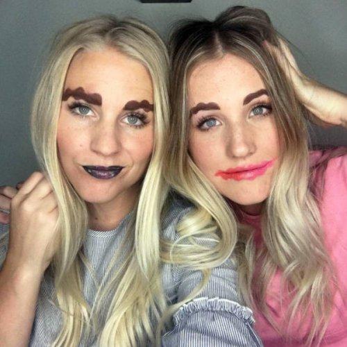Девушки, которые любят наносить макияж за рулём (20 фото)