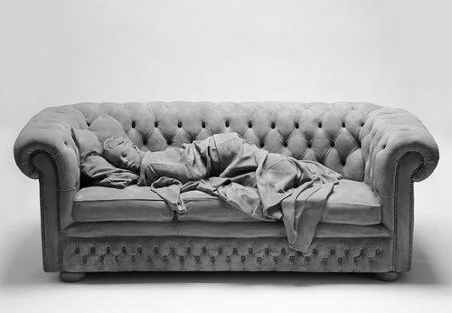 Реалистичные скульптуры и захватывающие монохромные инсталляции Ханса Оп де Бека (10 фото)