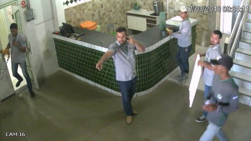 Жестокое нападение питбуля на бразильских строителей (6 фото + видео)