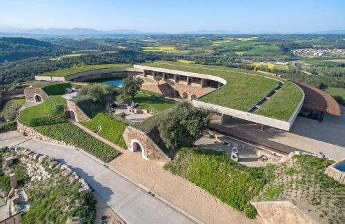Заброшенную крепость в Испании превратили в музейно-гостиничный комплекс (8 фото)