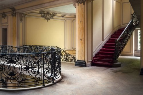 Прекрасные интерьеры заброшенных зданий в фотографиях Романа Робрука (22 фото)