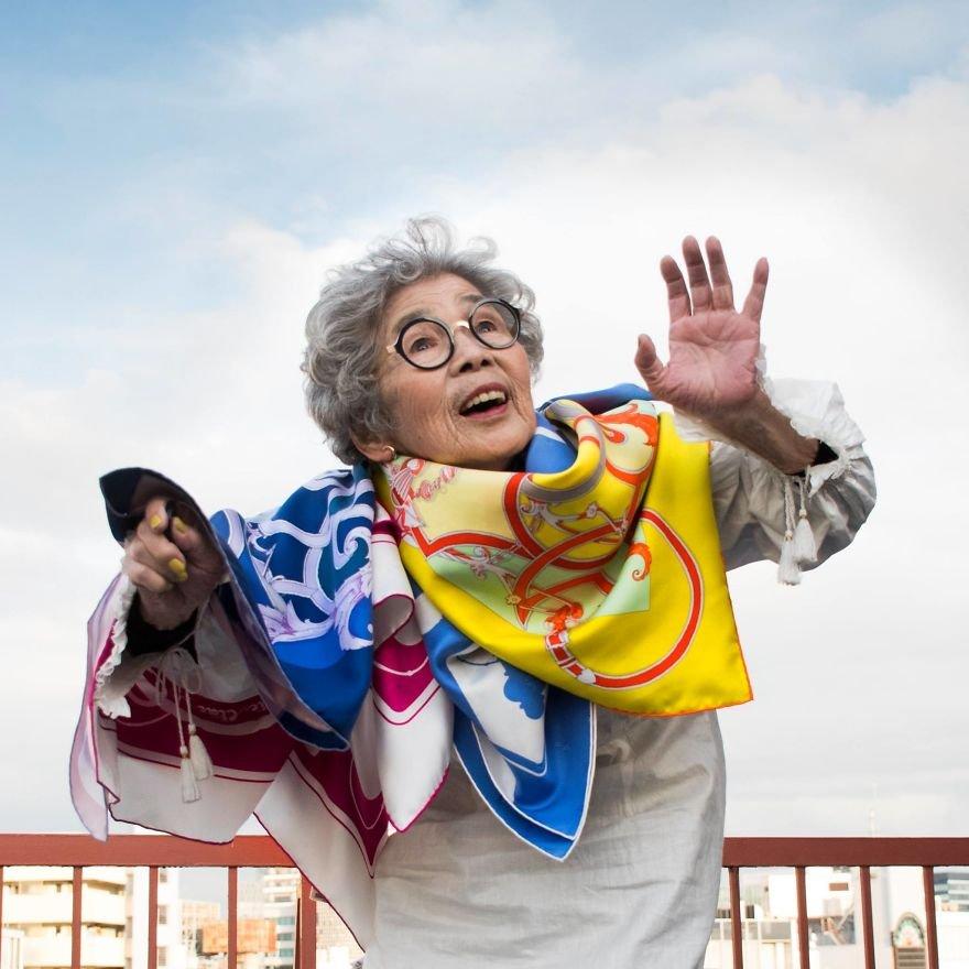 90-летняя бабушка-позитив из Японии, покорившая соцсети своими фотогра