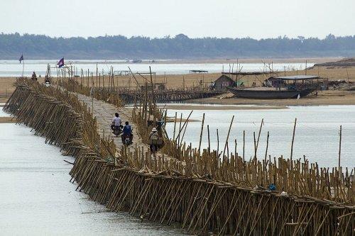 Бамбуковый мост Кампонг Чам, который каждый год строят и демонтируют (10 фото)