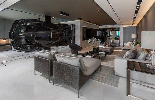 Суперкар Pagani Zonda R стоимостью 1,5 млн долларов превратили в деталь интерьера (9 фото)